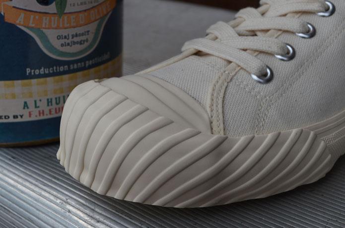 クッシュマンのスニーカーの画像