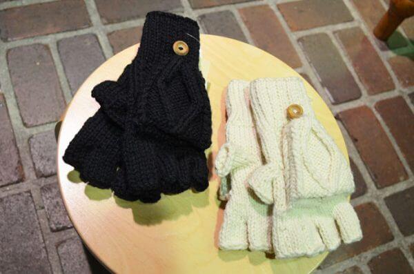 インバーアラン (INVERALLAN) トラディショナル アラン ハンドニット フィンガーレスグローブ 手袋 22Sの画像