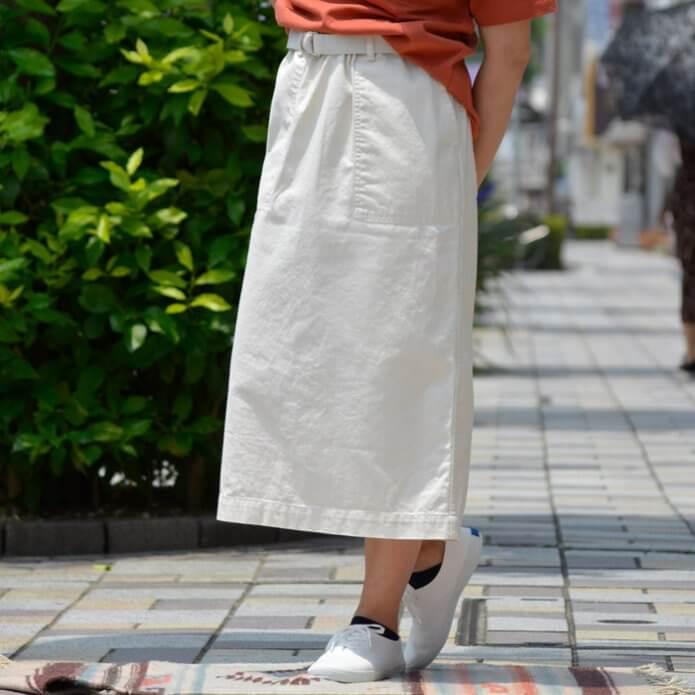 ダントンのスカート、Tシャツのコーディネート画像