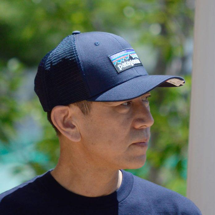 トップジミーのメンズコーディネート画像 パタゴニア (PATAGONIA) P-6 ロゴ トラッカーハット 帽子 メッシュキャップ 38289