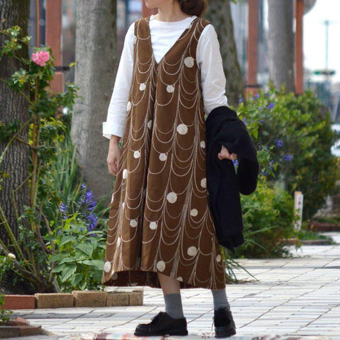 トップジミーのレディースコーディネート画像 ワンピースが主役の秋色コーデ