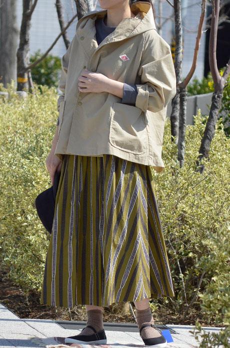 トップジミーのレディースコーディネート画像 スカートを主役にシックなカラーでカジュアルコーデ