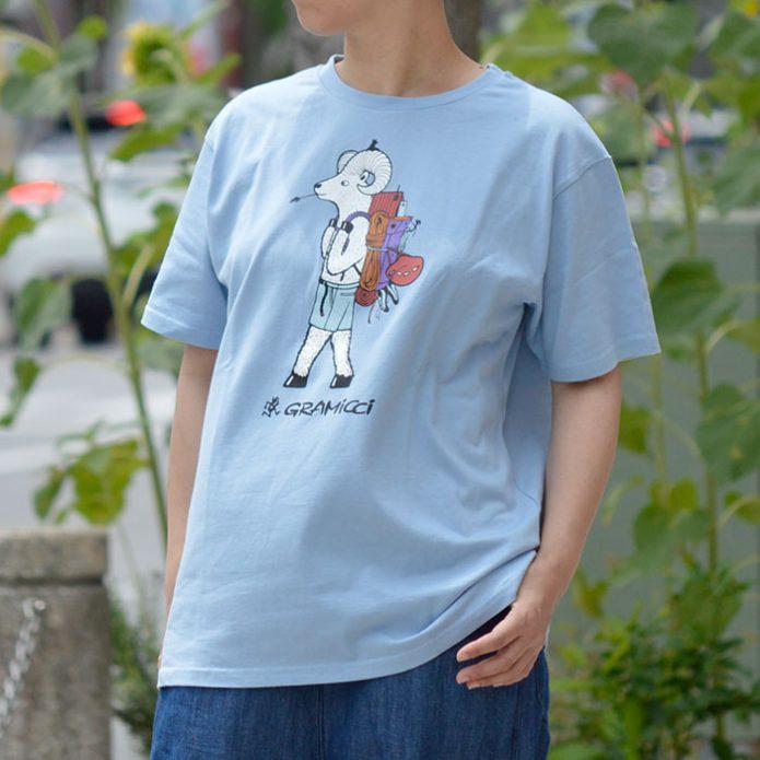 トップジミーのレディースコーディネート画像 グラミチ (GRAMICCI) JONAS CLAESSON BACK PACK TEE 半袖プリントTシャツ アウトドア GUT-JC-21S076
