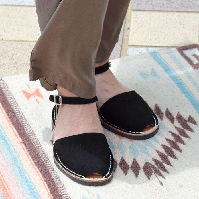 トップジミーのレディースコーディネート画像 ミボ (mibo) Abarca Sandal with Heel Cup スエードサンダル 310