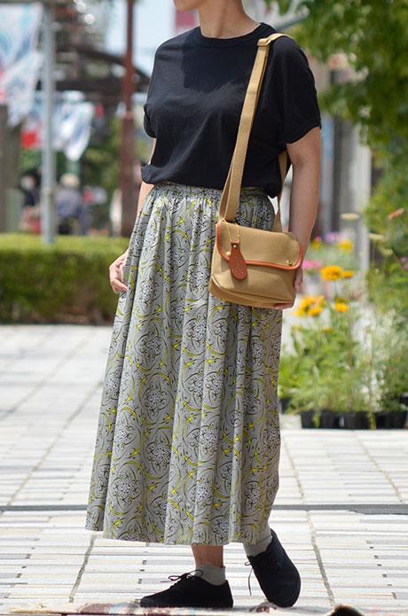 トップジミーのレディースコーディネート画像 スカートを主役にした夏コーデ